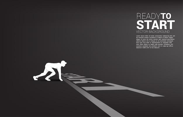 Silueta de hombre de negocios listo para correr desde la línea de salida. Vector Premium
