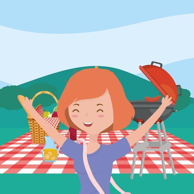 Sonriente mujer cesta parrilla jugo picnic naturaleza paisaje Vector Premium