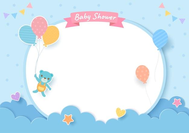 Tarjeta de baby shower con osito de peluche y globos sobre fondo azul. Vector Premium