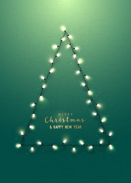 Tarjeta de felicitación con árbol de navidad en la pared verde. Vector Premium