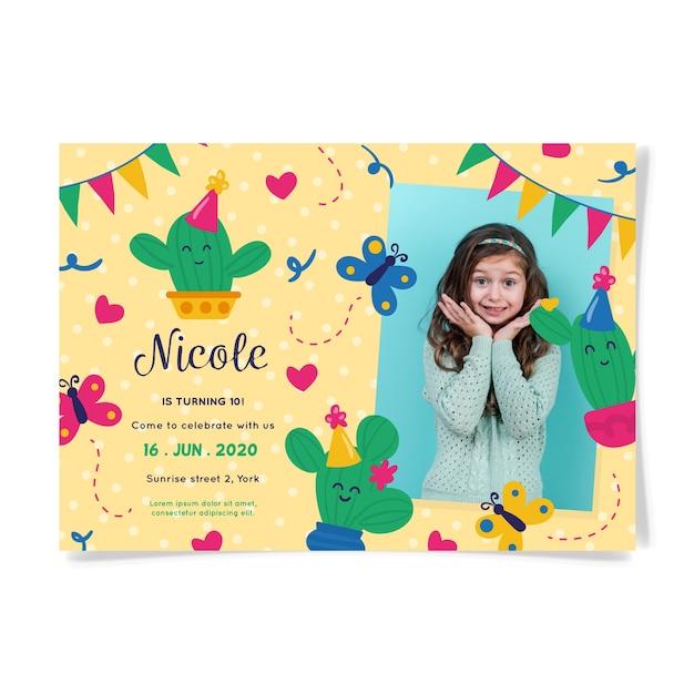 Tarjeta de invitación de cumpleaños con linda chica vector gratuito
