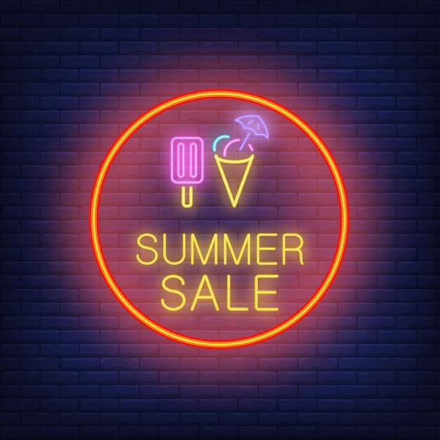 Texto de neón de venta de verano y helado en círculo. oferta de temporada o anuncio de venta vector gratuito