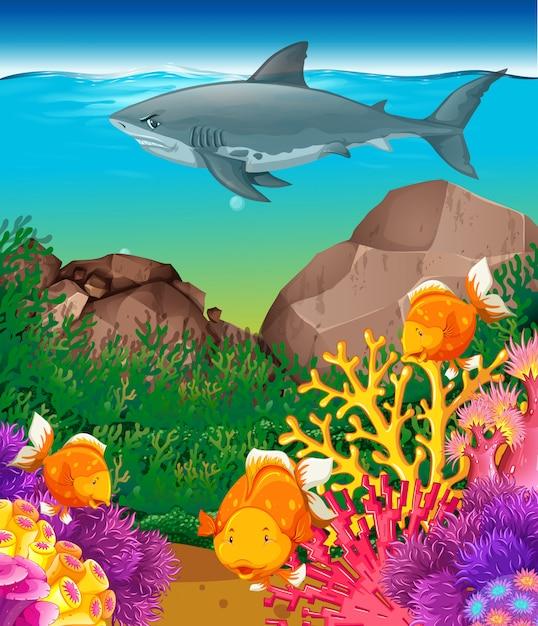 Tiburones y peces nadando en el mar. vector gratuito