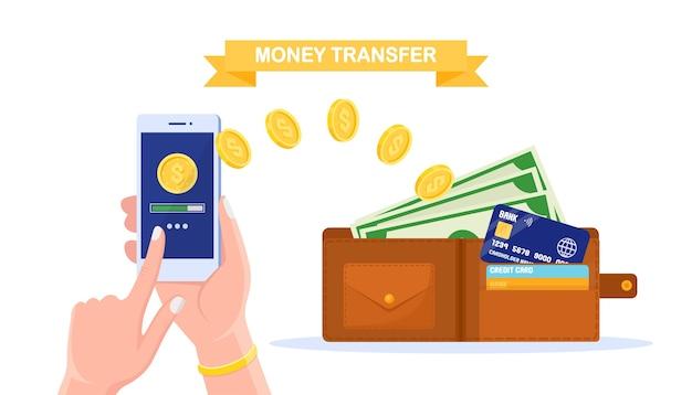 Transferencia de dinero con billetera digital. reembolso, concepto de recompensa. mano humana sosteniendo teléfono móvil con aplicación bancaria, monedero con efectivo, moneda, tarjeta de crédito, billete de un dólar. pago en línea. Vector Premium