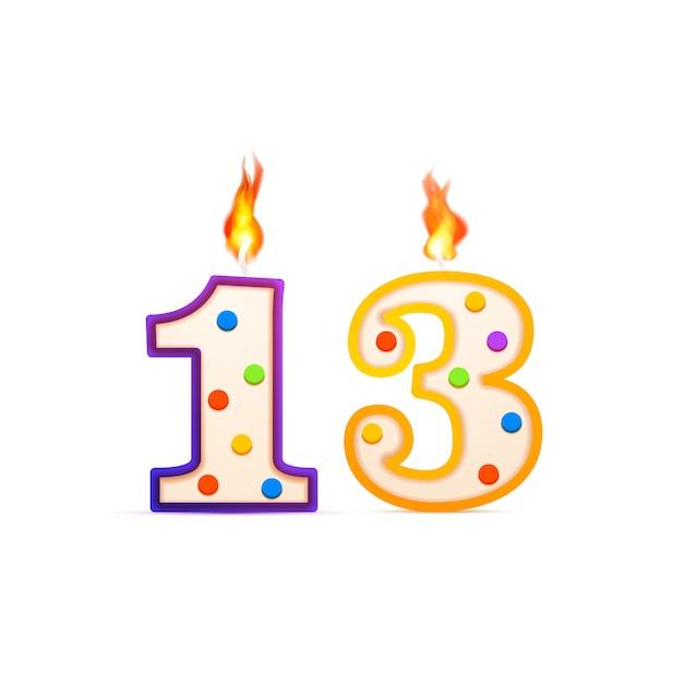 Trece años de aniversario, 13 velas de cumpleaños en forma de número con fuego en blanco Vector Premium