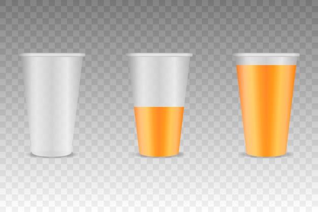 Tres vasos de plástico transparente con jugo de naranja Vector Premium