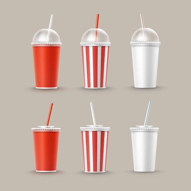 Vector conjunto de vasos de cartón de papel rayado blanco rojo pequeño grande en blanco para refrescos de refresco de cola con tubo de paja aislado en el fondo. comida rápida vector gratuito