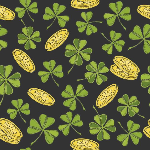 Vendimia de patrones sin fisuras para el día de san patricio. trébol de cuatro hojas de san patricio y monedas de oro sobre negro Vector Premium