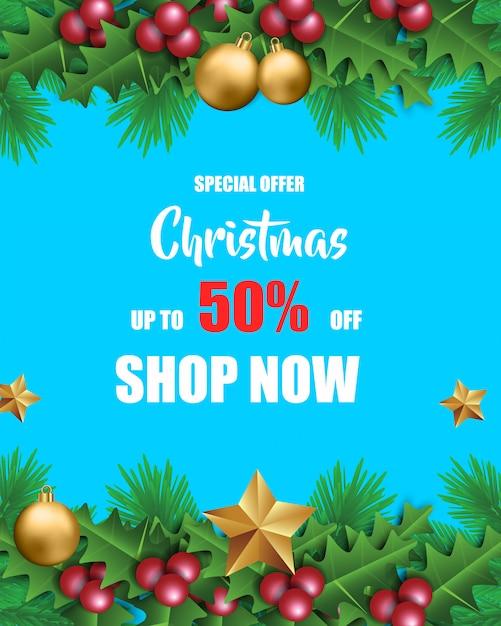 Venta de navidad para promoción con hojas y decoraciones navideñas en fondo azul Vector Premium