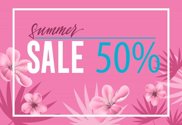 Venta de verano, folleto de cincuenta por ciento con flores y hojas sobre fondo rosa. vector gratuito