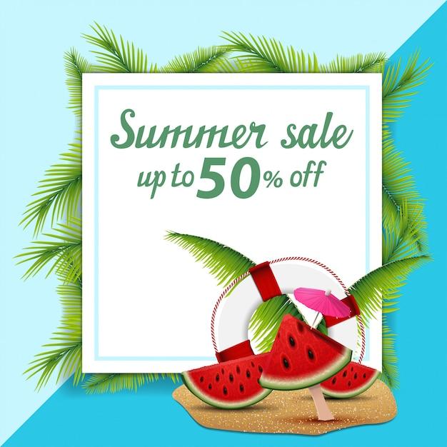 Venta de verano, plantilla para banner de descuento en forma de hoja de papel decorada con hojas de palmera. Vector Premium
