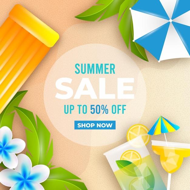 Venta de verano realista con playa y cóctel. vector gratuito