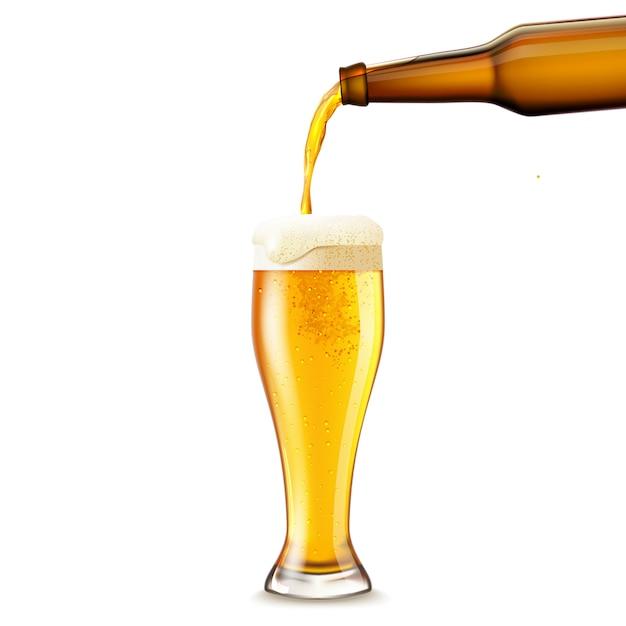 Verter la cerveza realista vector gratuito