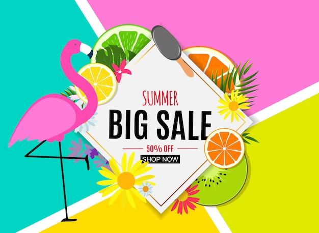 Abstrakter sommerschlussverkauf-hintergrund mit palmblättern und flamingo. Premium Vektoren