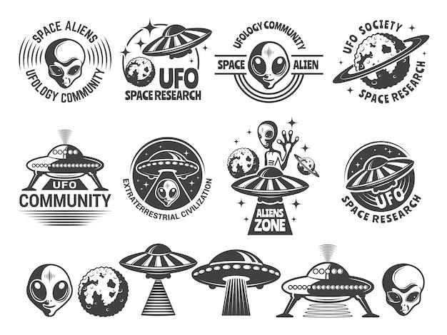 Abzeichen mit ufo und aliens gesetzt. Premium Vektoren