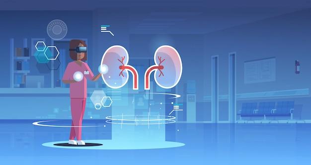 Ärztin krankenschwester tragen digitale brille suchen virtual reality nieren menschliche organanatomie Premium Vektoren