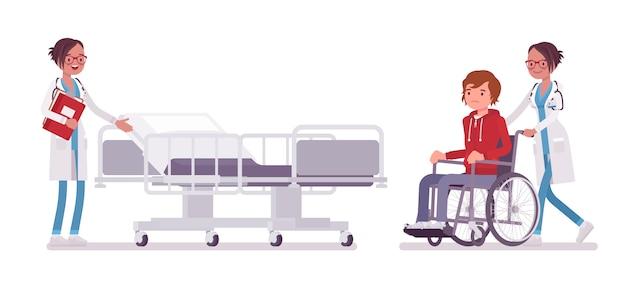 Ärztin und krankenhauspatientin. frau in der krankenhausuniform, die rollstuhlmann in der klinik zulässt. medizin- und gesundheitskonzept. stilkarikaturillustration, weißer hintergrund Premium Vektoren