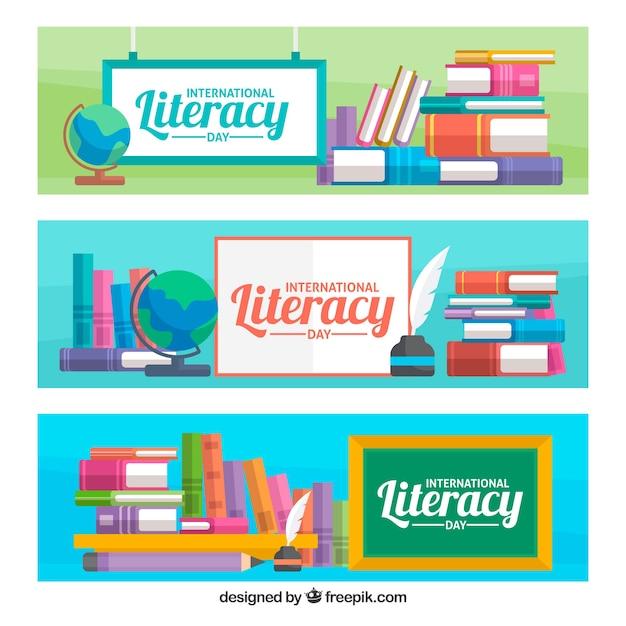 Alphabetisierung tag banner mit bücher und plakaten Kostenlosen Vektoren