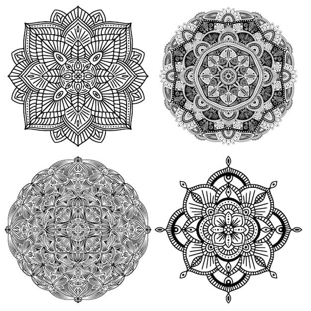 Ansammlung von vier ethnischen schwarzweiss-mandalas, auf weißem hintergrund Premium Vektoren