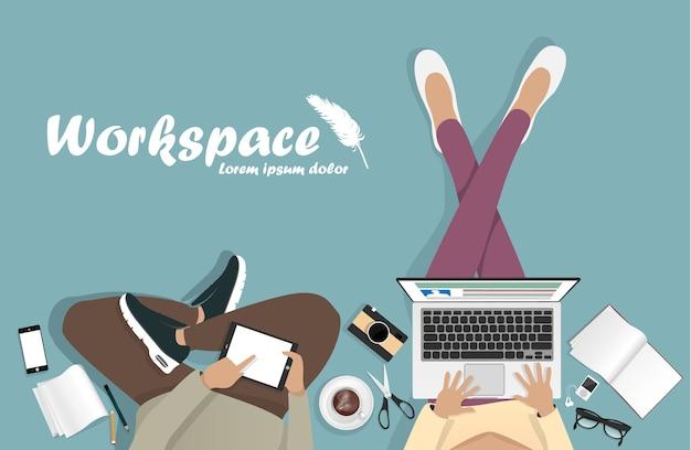 Arbeitsplatz mit laptop, telefon und buch Premium Vektoren