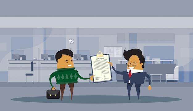 Asiatische geschäftsmann-partner, die vertragsdokument-geschäftsmann-vereinbarungs-abkommen-konzept unterzeichnen Premium Vektoren
