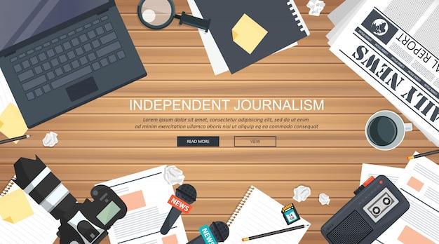 Ausrüstung für journalisten am schreibtisch Premium Vektoren