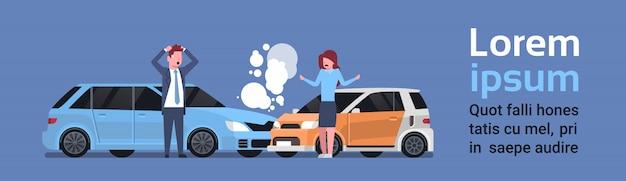 Autounfall-unfall mit mann-und frauen-fahrer-straßen-zusammenstoß. textvorlage Premium Vektoren
