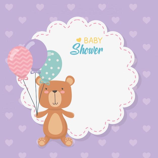 Babyparty-spitzekarte mit kleinem bärenteddy und ballonhelium Kostenlosen Vektoren