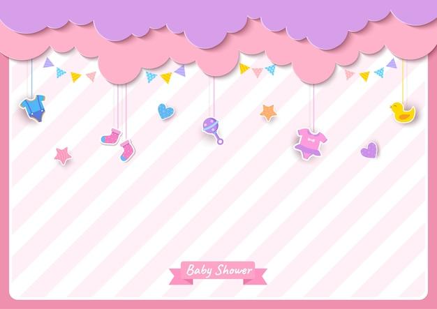 Babypartykarte mit kleidung und spielzeug auf rosa hintergrund Premium Vektoren