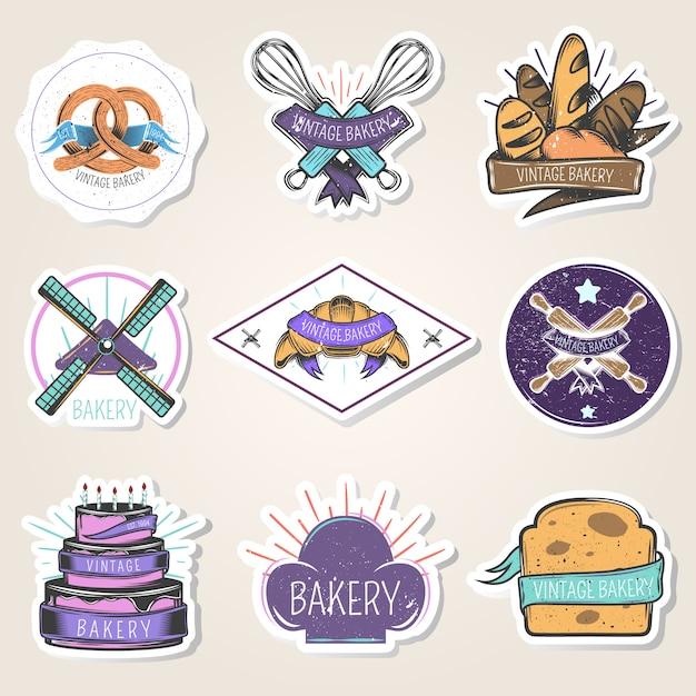 Bäckereisatz aufkleber mit mehlprodukten, kulinarischen werkzeugen, windmühle, gestaltungselementen, lokalisierte vektorillustration der weinlese art Kostenlosen Vektoren