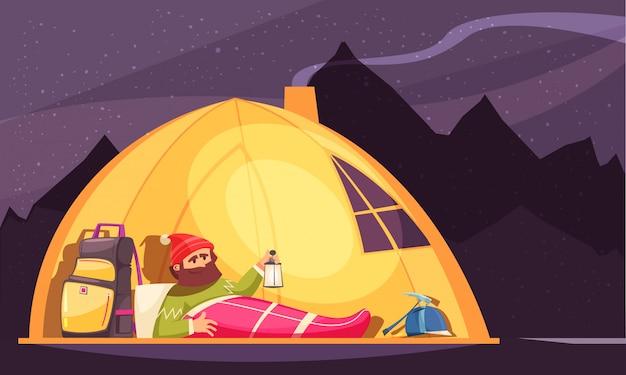 Bergsteigenkarikatur mit dem alpinisten im schlafsack, der laterne im zelt nachts hält Kostenlosen Vektoren