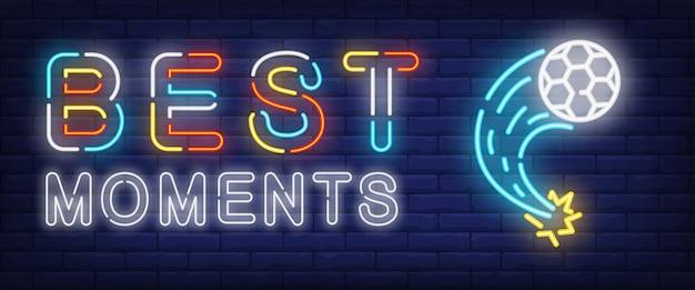 Beste momente neon-text mit fliegenden fußball Kostenlosen Vektoren