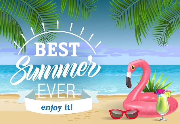 Bester sommer, genieße es schriftzug mit meeresstrand und schwimmring. verkaufswerbung Kostenlosen Vektoren