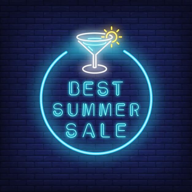 Bester sommerverkaufs-neontext und -cocktail im kreis. saisonales angebot oder verkaufsanzeige Kostenlosen Vektoren