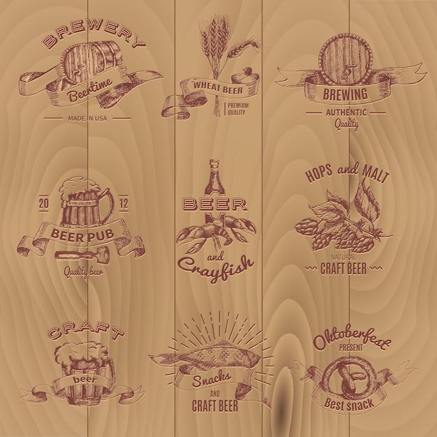 Bier vintage design embleme von pubs shop und brauereien auf holz gesetzt Kostenlosen Vektoren