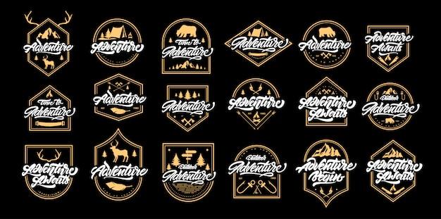 Big adventure schriftzug set logos mit goldenen rahmen. vintage logos mit bergen, lagerfeuer, bär, hirsch, geweih, pfeile. Premium Vektoren