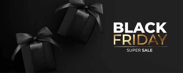 Black friday banner mit realistischen schwarzen geschenken Kostenlosen Vektoren