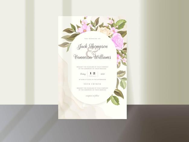 Blumenhochzeits-einladungs-kartenschablone mit rose und blättern Premium Vektoren