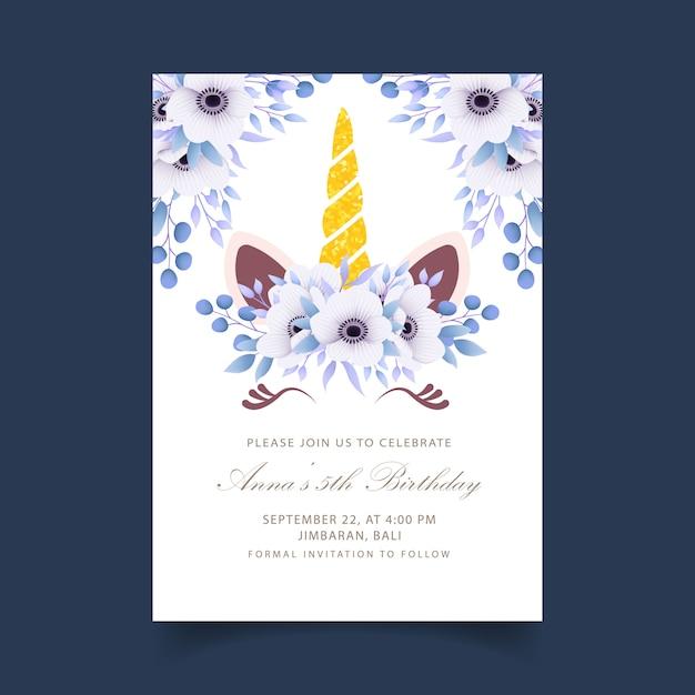 Blumenkindergeburtstagseinladung mit niedlichem einhorn Premium Vektoren