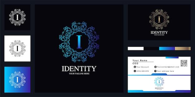 Brief i luxus ornament blumenrahmen logo vorlage design mit visitenkarte. Premium Vektoren