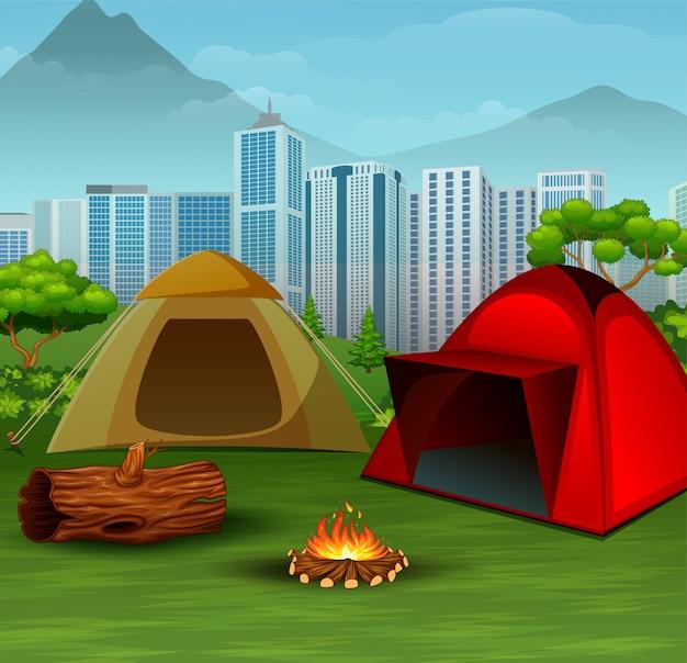 Campingplatz in der nähe der stadt im hintergrund Premium Vektoren