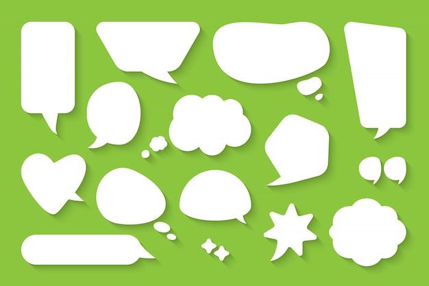 Comic-sprechblasen-set. leere textfeldwolken der karikatur. flache leere gekritzelblasen der abstrakten ikone verschiedener formen. comic-nachrichtenballon Premium Vektoren