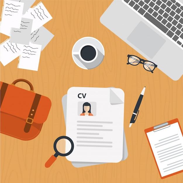 Cv papiere auf dem schreibtisch Kostenlosen Vektoren