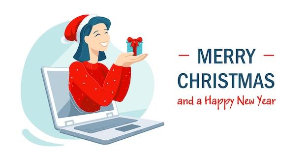 Das lächelnde mädchen in der weihnachtsmütze hält ein geschenk, das ihre familie oder freunde während der horizontalen bannerschablone des online-anrufs begrüßt. feiern sie die winterferien aus der ferne inmitten der coronavirus-pandemie. Premium Vektoren