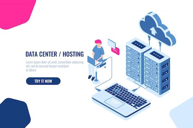 Datenberechnung und -prüfung isometrisch, ingenieur arbeitet mit cloud-speicher, serverraum, datencenter Kostenlosen Vektoren