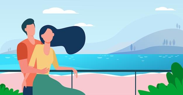 Dating-paar genießt urlaub auf dem seeweg. mann und frau umarmen am strand flache vektorillustration. tourismus, freizeit, sommerkonzept Kostenlosen Vektoren