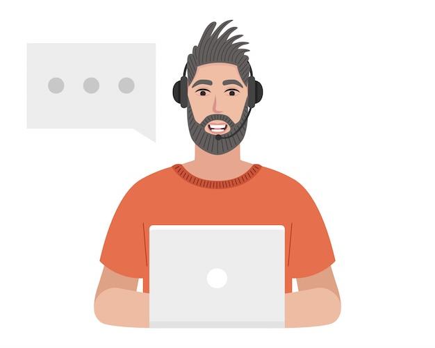 Der callcenter-betreiber mit einem headset tippt auf dem laptop. bärtiger mann spricht Premium Vektoren
