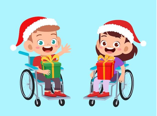 Der glückliche behinderte freund geben dem kind weihnachten geschenk Premium Vektoren