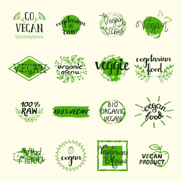 Der vegane elementsatz grün beschriftet logos und unterzeichnet im retrostil Kostenlosen Vektoren