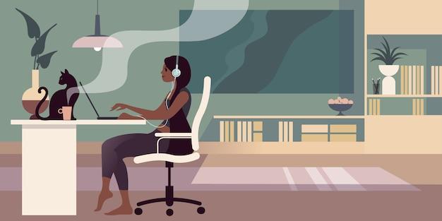 Die junge barfußbrünette mit kopfhörern sitzt an einem tisch und arbeitet an einem laptop. Premium Vektoren